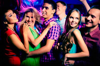 Frauen in der Disco kennenlernen
